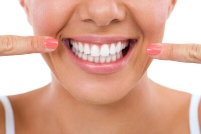 Kinh nghiệm bọc răng sứ thẩm mỹ: Quy trình, Lợi ích, Có đau không