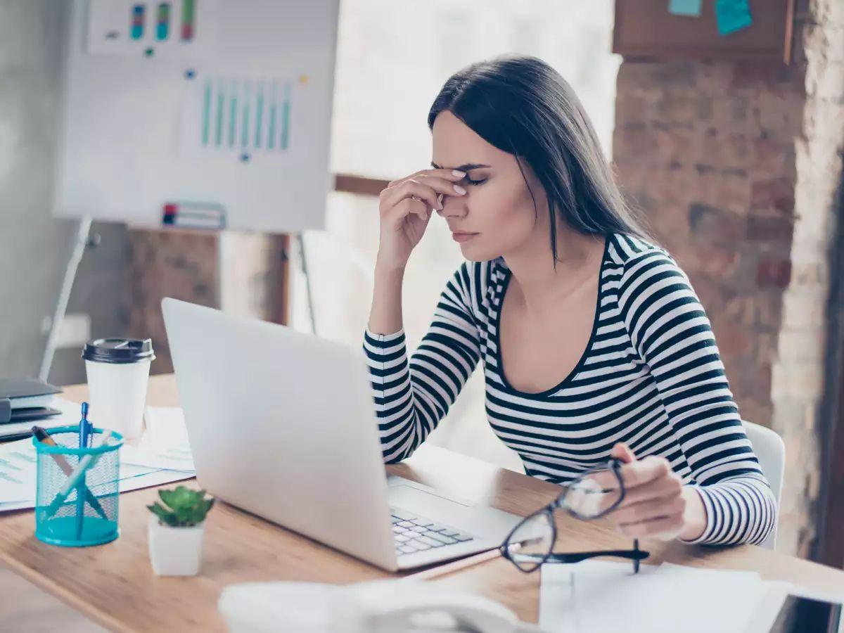 Căng thẳng, stress cũng có thể dẫn đến ù tai đau đầu