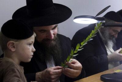 Cách dạy con chăm học, chăm đọc sách của cha mẹ Do Thái