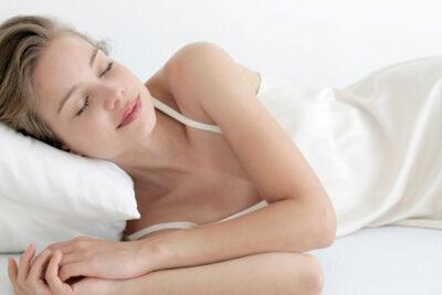 Nên ngủ trưa BAO LÂU là tốt nhất và TẠI SAO cần phải ngủ trưa?