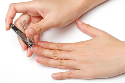 Vì sao kiêng cắt móng tay, móng chân vào buổi tối?