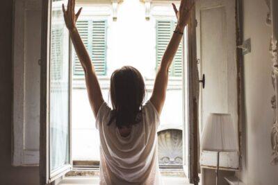9 thói quen xấu cần tránh vào BUỔI SÁNG để có một ngày vui tươi, tràn đầy năng lượng